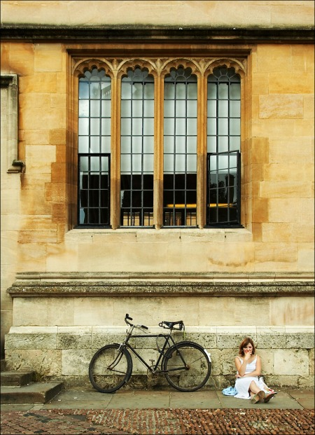 oxford_bodleian_apple_girl_bike_tall